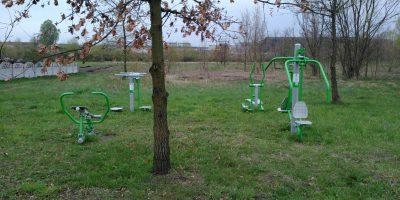 Niszczejąca siłownia na Piastów