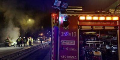 Pożar samochodu na zjeździe z A1 w Wyrazowie